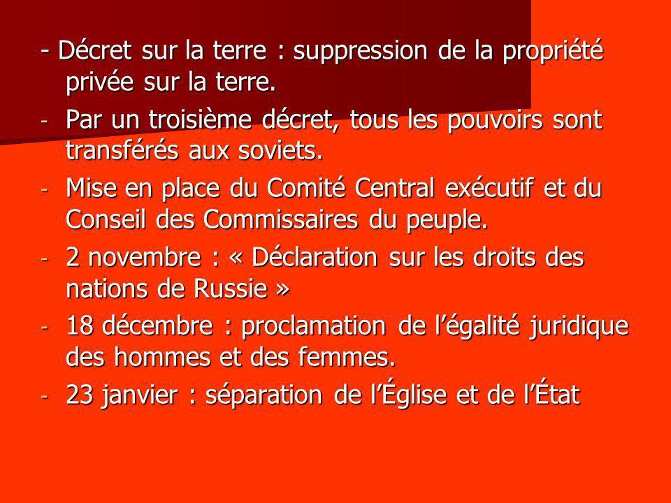 - Décret sur la terre : suppression de la propriété privée sur la terre. - Par un troisième décret, tous les pouvoirs sont transférés aux soviets. - M