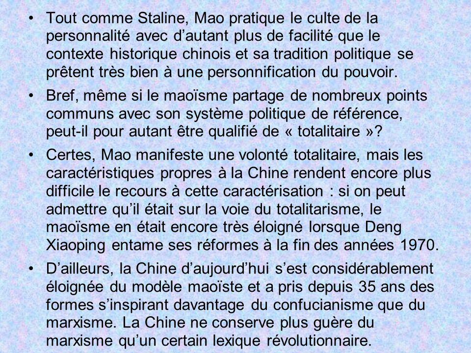 Tout comme Staline, Mao pratique le culte de la personnalité avec dautant plus de facilité que le contexte historique chinois et sa tradition politiqu