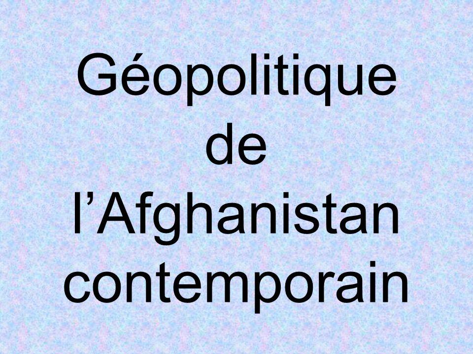 Dans un premier temps, le changement de régime imposé par la force militaire étrangère est assez bien vu par la population afghane, même chez les Pachtounes, pour qui la tangente djihadiste prise par le mouvement du mollah Omar nétait absolument pas conforme aux intérêts et traditions du pays.