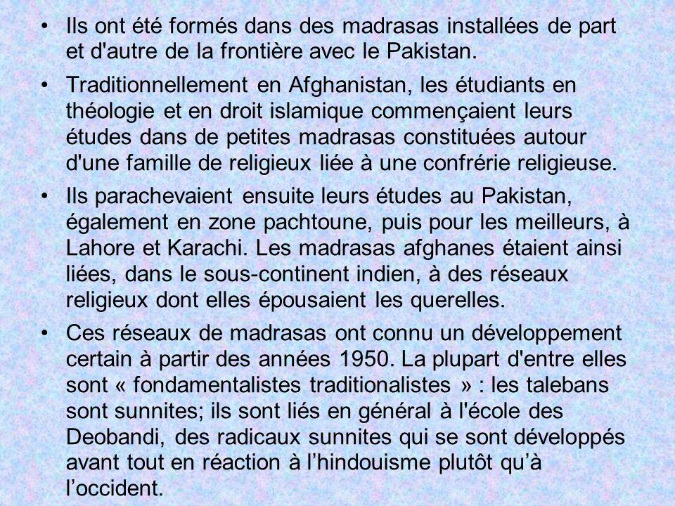 Durant la guerre, les talebans se sont mobilisés dans le cadre de leurs madrasas locales, transformées en bases militaires, loin des populations civiles.