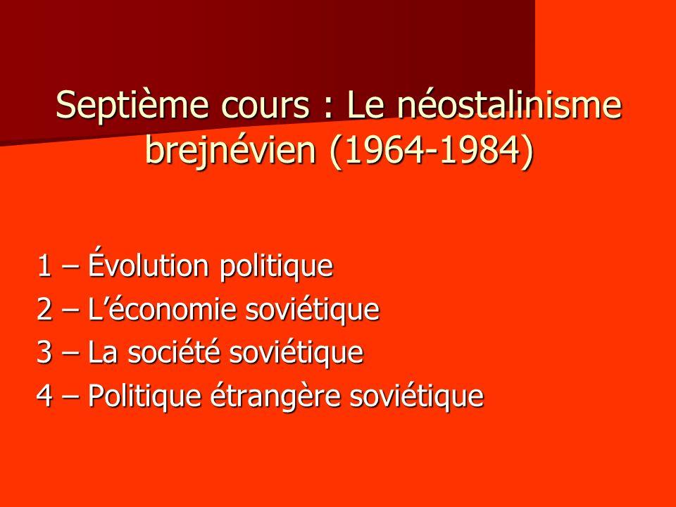 1 – Évolution politique 1.1 – Consolidation de la nomenklatura de lÉtat et du parti - Le départ de Khrouchtchev marque le début de lâge dor de la nomenklatura : cela marque la fin de la déstalinisation et de la timide démocratisation, dangereuse pour les cadres.