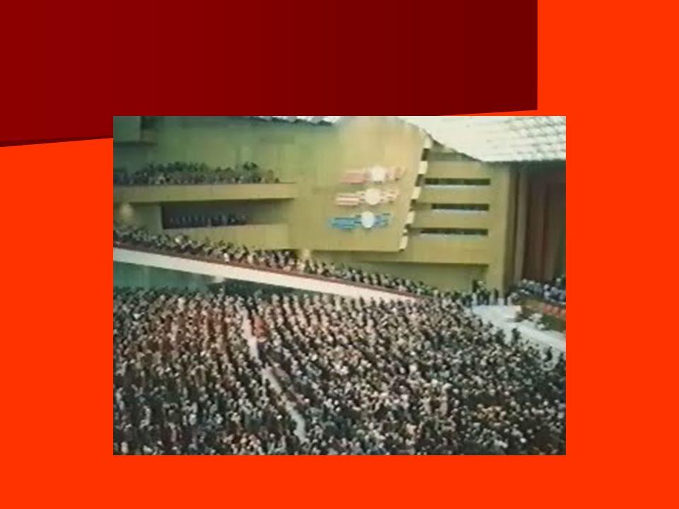 1.2 – Néostalinisme - Six mois après le départ de Khrouchtchev, dans une allocution à loccasion du 20 e anniversaire de la victoire, Brejnev rend hommage à Staline, sous les applaudissements du parti.