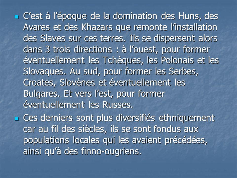 Cest à lépoque de la domination des Huns, des Avares et des Khazars que remonte linstallation des Slaves sur ces terres. Ils se dispersent alors dans