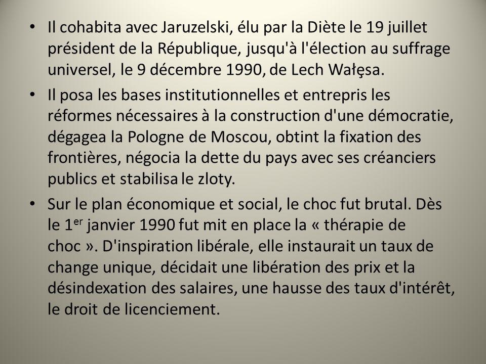 Il cohabita avec Jaruzelski, élu par la Diète le 19 juillet président de la République, jusqu'à l'élection au suffrage universel, le 9 décembre 1990,