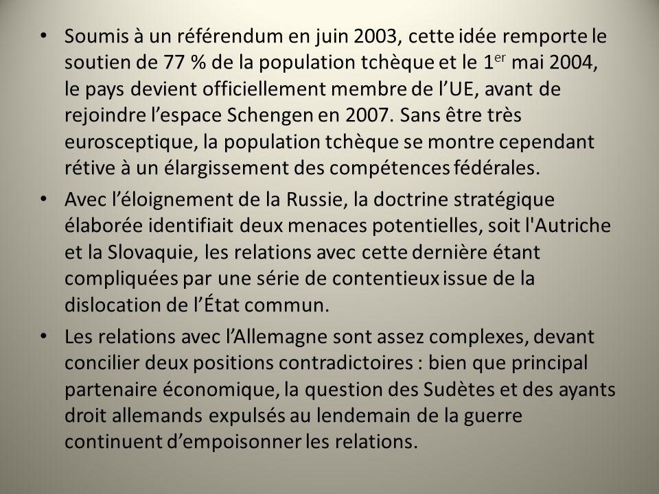 Soumis à un référendum en juin 2003, cette idée remporte le soutien de 77 % de la population tchèque et le 1 er mai 2004, le pays devient officielleme
