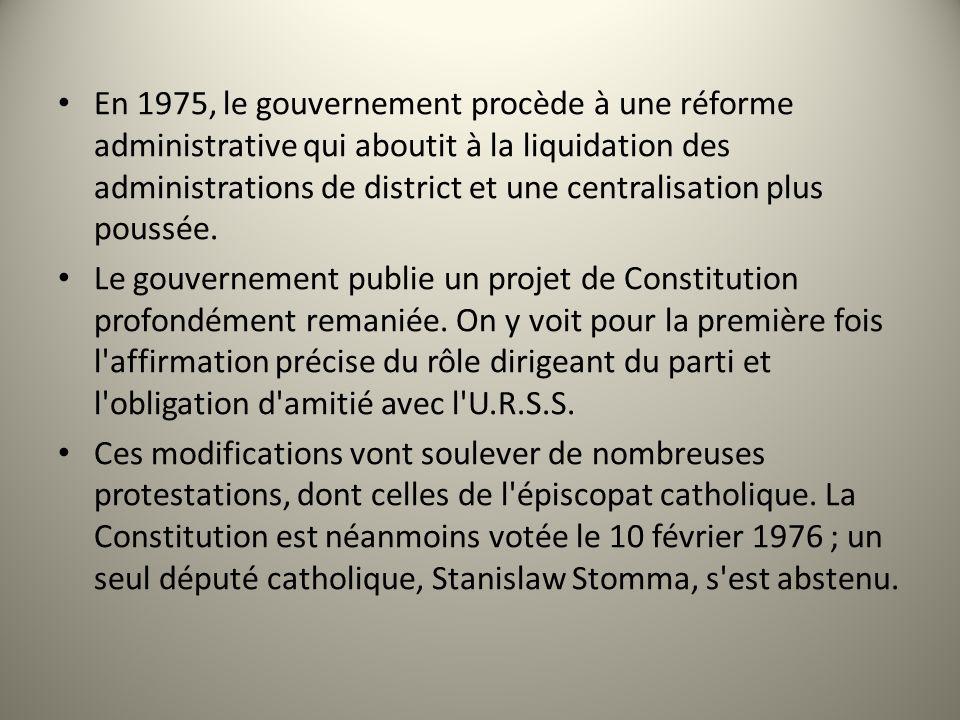 En 1975, le gouvernement procède à une réforme administrative qui aboutit à la liquidation des administrations de district et une centralisation plus