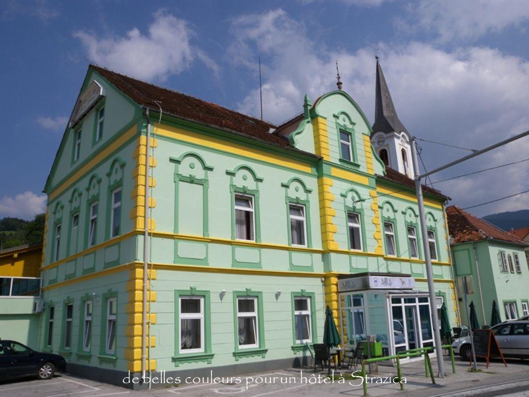 de belles couleurs pour un hôtel à Strazica