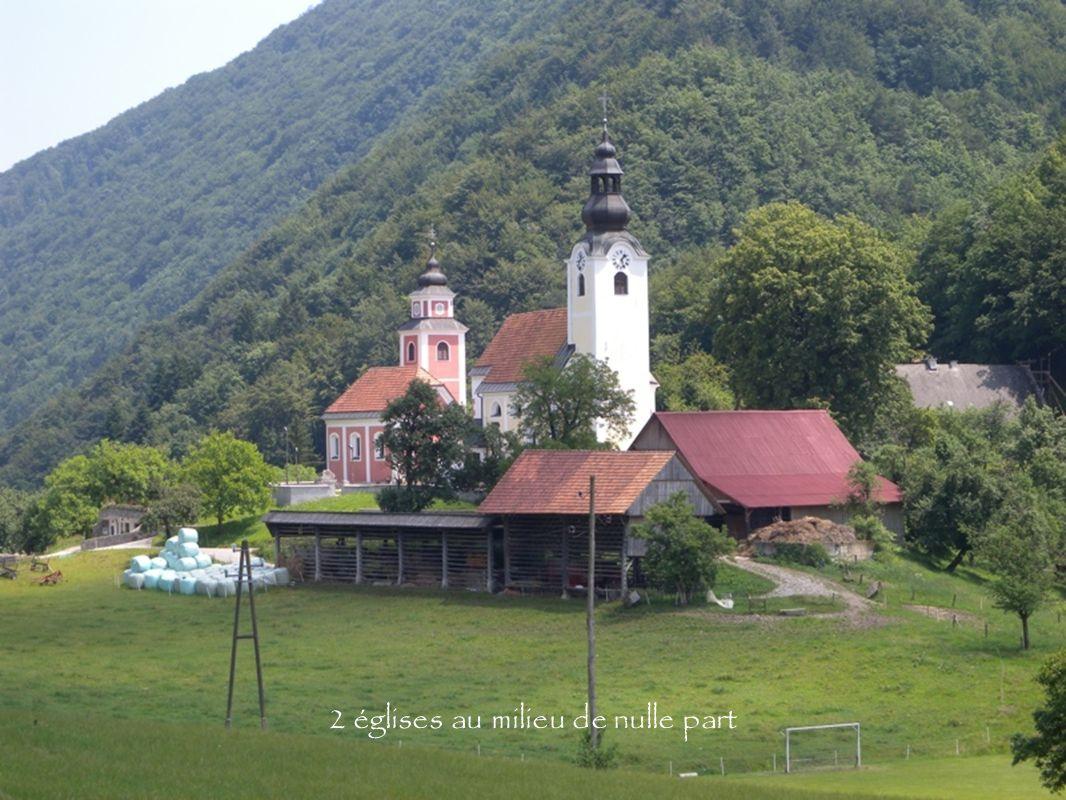 2 églises au milieu de nulle part