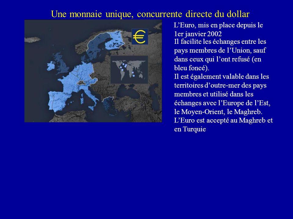 Une monnaie unique, concurrente directe du dollar LEuro, mis en place depuis le 1er janvier 2002 Il facilite les échanges entre les pays membres de lUnion, sauf dans ceux qui lont refusé (en bleu foncé).