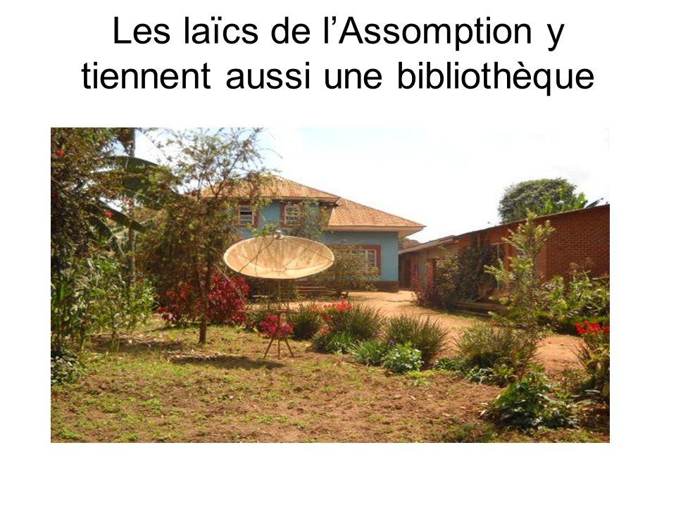 Les laïcs de lAssomption y tiennent aussi une bibliothèque