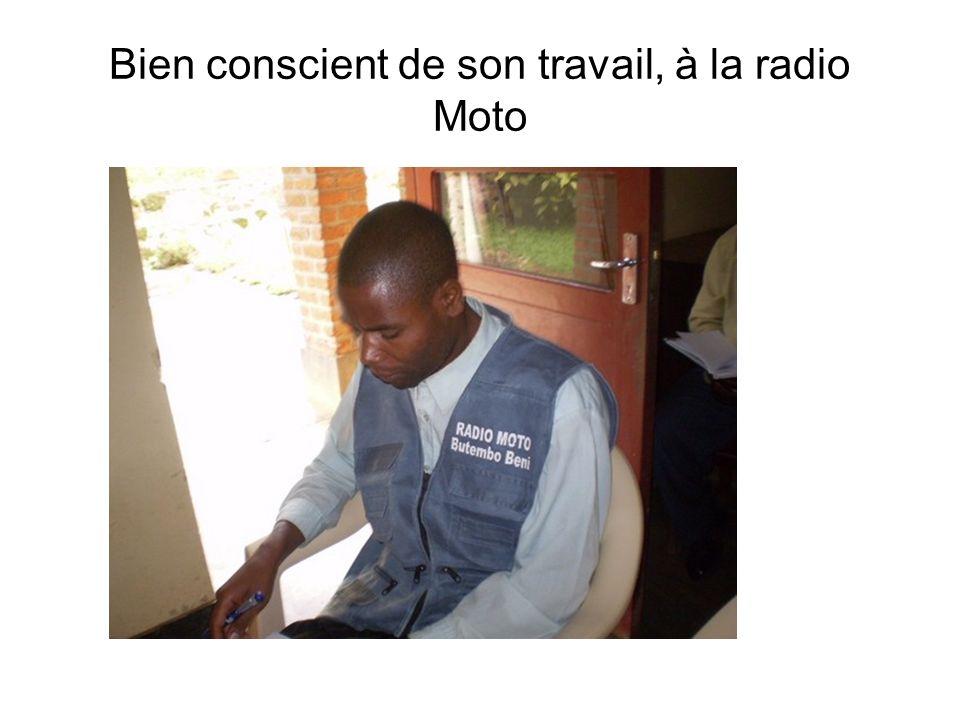 Bien conscient de son travail, à la radio Moto