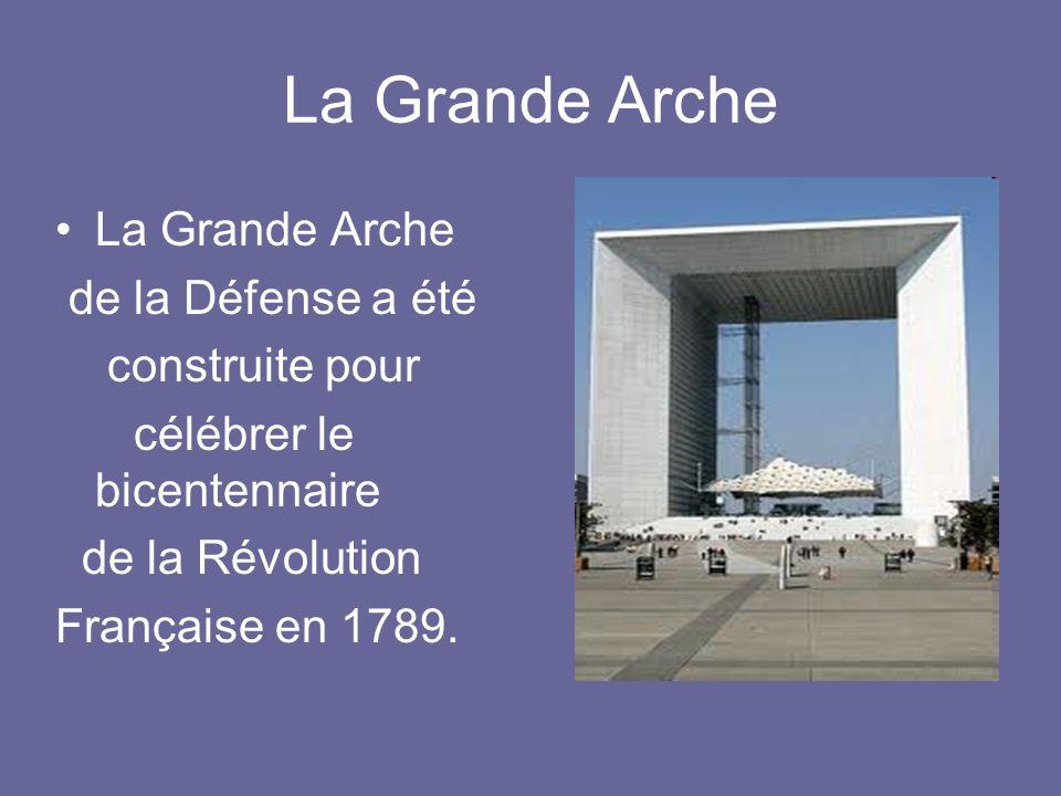 La Grande Arche de la Défense a été construite pour célébrer le bicentennaire de la Révolution Française en 1789.