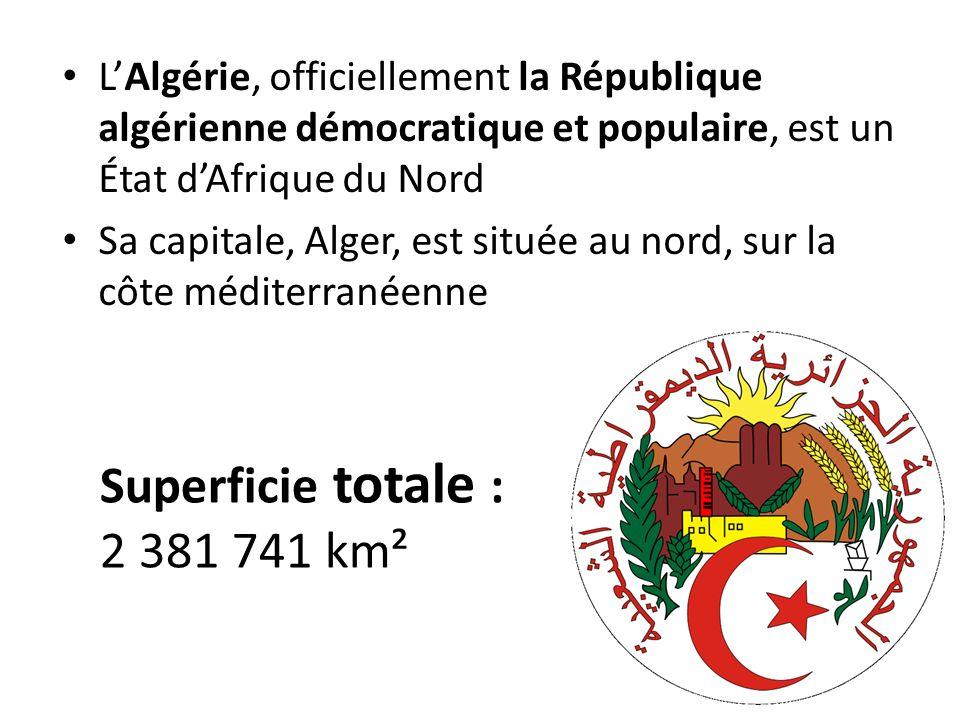 Il partage des frontières terrestres au nord-est avec la Tunisie, à l est avec la Libye, au sud avec le Niger et le Mali, au sud-ouest avec la Mauritanie et le territoire contesté du Sahara occidental, et à louest avec le Maroc