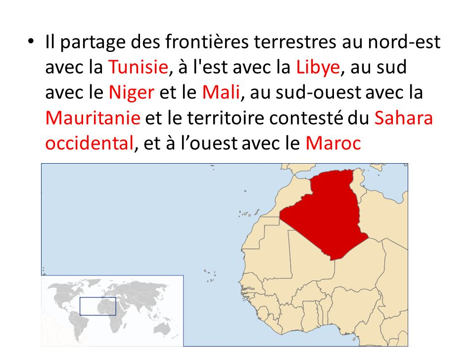 Il partage des frontières terrestres au nord-est avec la Tunisie, à l'est avec la Libye, au sud avec le Niger et le Mali, au sud-ouest avec la Maurita