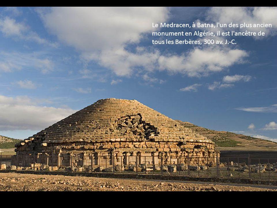Le Medracen, à Batna, l'un des plus ancien monument en Algérie, il est l'ancêtre de tous les Berbères, 300 av. J.-C.