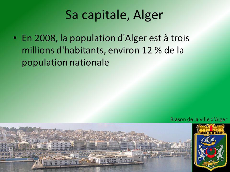 Sa capitale, Alger En 2008, la population d'Alger est à trois millions d'habitants, environ 12 % de la population nationale Blason de la ville d'Alger