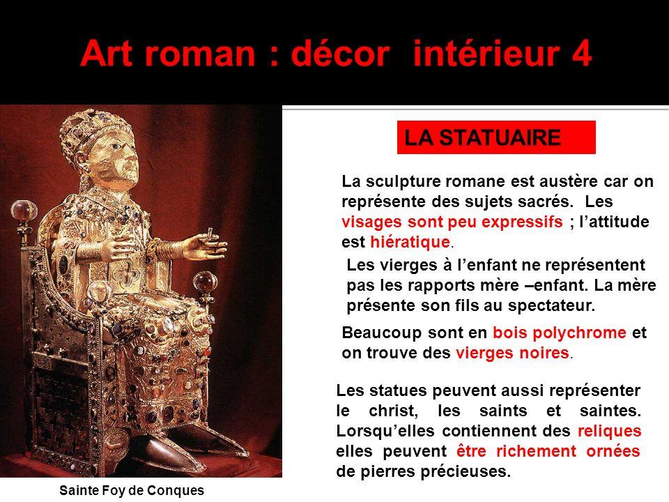 La sculpture romane est austère car on représente des sujets sacrés. Les visages sont peu expressifs ; lattitude est hiératique. Art roman : décor int