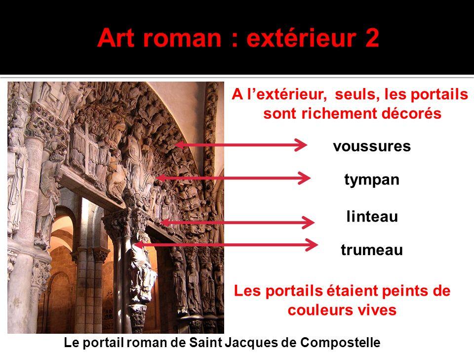 Art roman : extérieur 2 Le portail roman de Saint Jacques de Compostelle A lextérieur, seuls, les portails sont richement décorés Les portails étaient