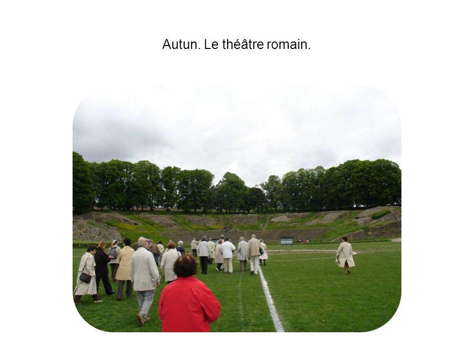 Autun. Le théâtre romain.