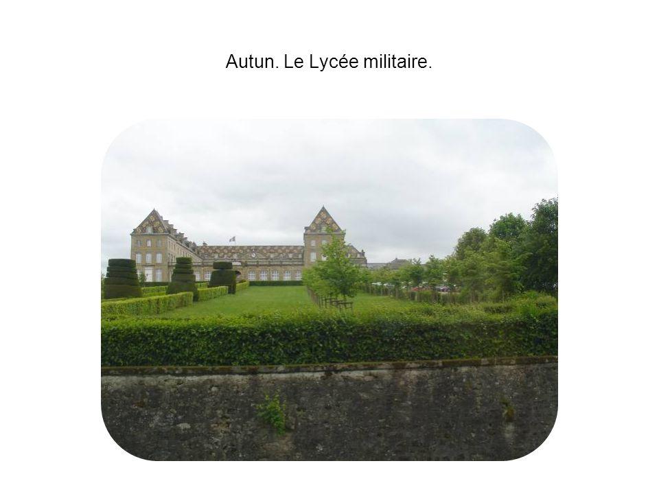 Autun. Le Lycée militaire.