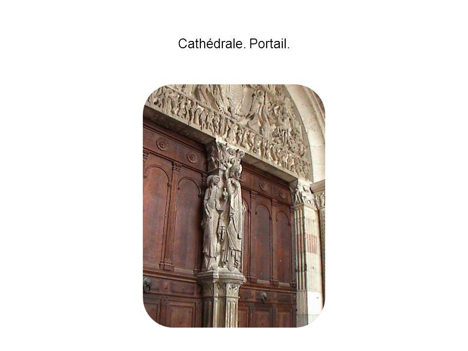 Cathédrale. Portail.
