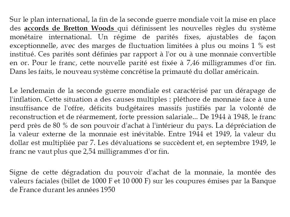 Sur le plan international, la fin de la seconde guerre mondiale voit la mise en place des accords de Bretton Woods qui définissent les nouvelles règles du système monétaire international.