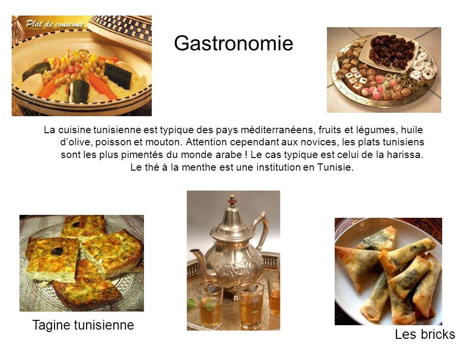 Gastronomie La cuisine tunisienne est typique des pays méditerranéens, fruits et légumes, huile dolive, poisson et mouton. Attention cependant aux nov
