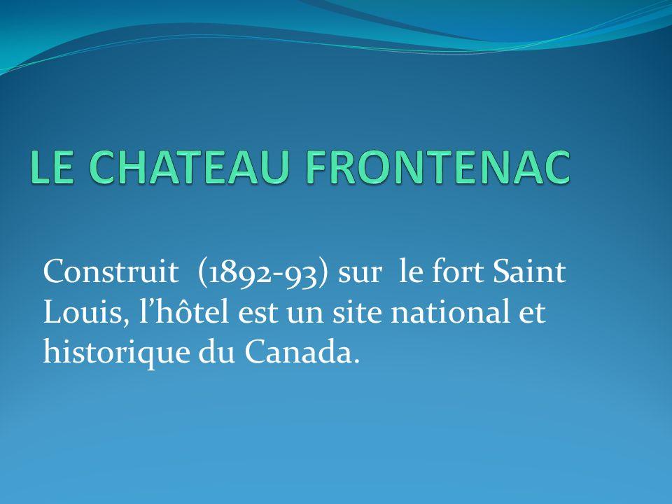 Construit (1892-93) sur le fort Saint Louis, lhôtel est un site national et historique du Canada.