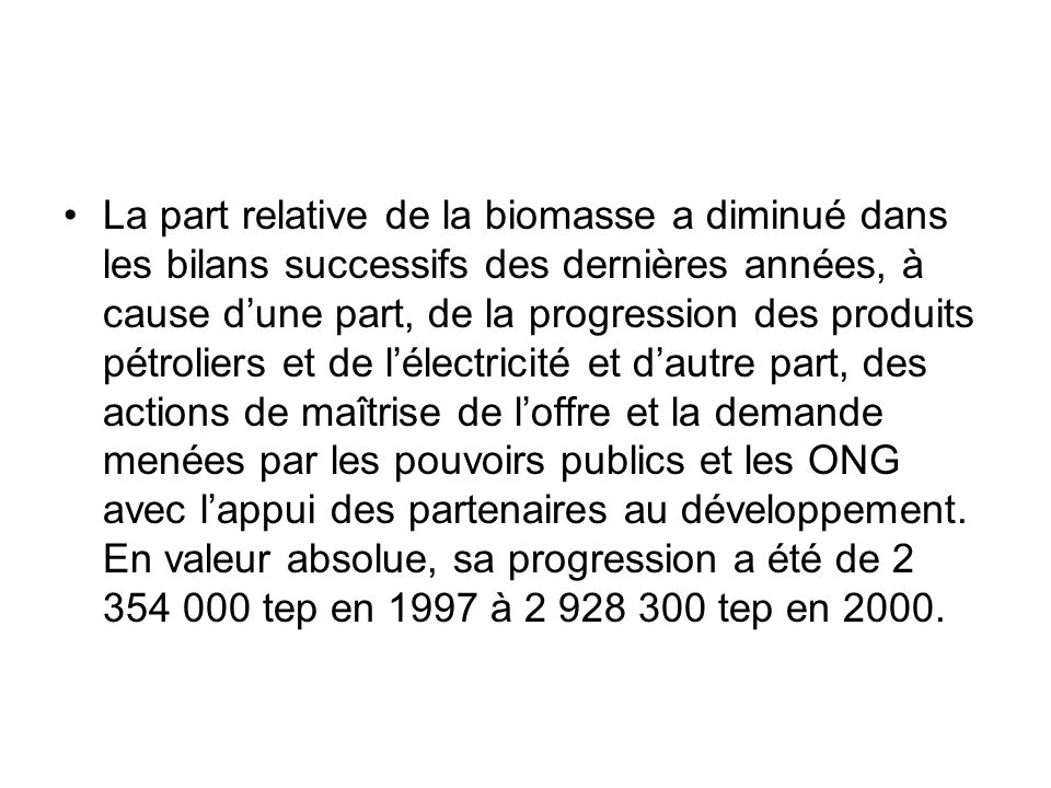 Par ailleurs, le classement des grands secteurs dutilisation de lénergie au Mali, se présente comme suit dans lordre décroissant de leur importance dans la consommation finale : Ménages, environ 86%, dont 23% et 77% pour les ménages urbains et ruraux respectivement ; Transport, près de 10%, dont 88% et 9% pour les transports routiers et aériens respectivement ; Industries, environ 3%, dont la moitié est constituée de la consommation des industries extractives ; Agriculture, moins de 1%.