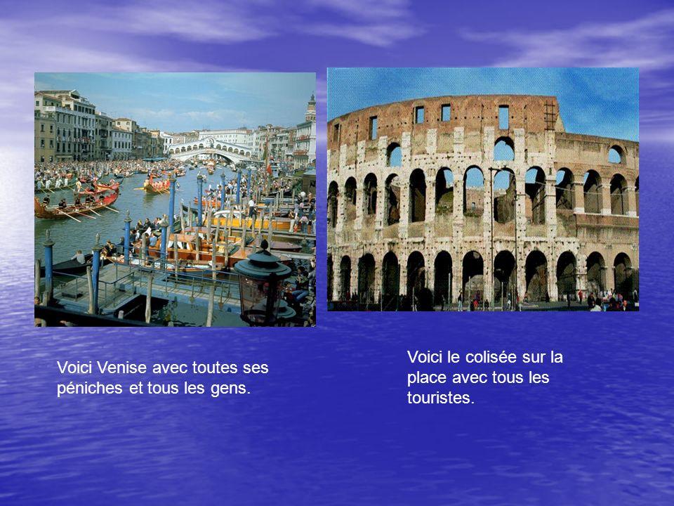 Voici Venise avec toutes ses péniches et tous les gens.