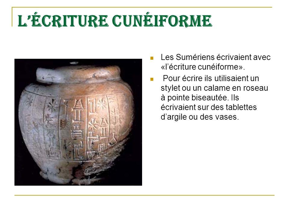 Lécriture cunéiforme Les Sumériens écrivaient avec «lécriture cunéiforme».