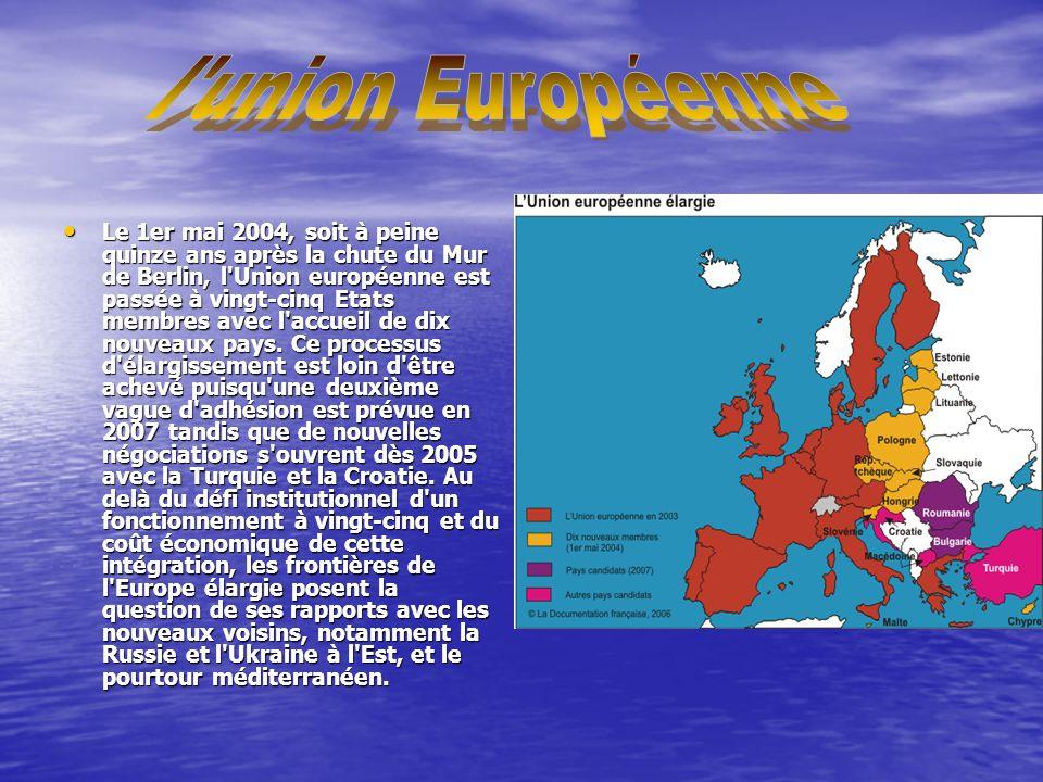 Le 1er mai 2004, soit à peine quinze ans après la chute du Mur de Berlin, l Union européenne est passée à vingt-cinq Etats membres avec l accueil de dix nouveaux pays.