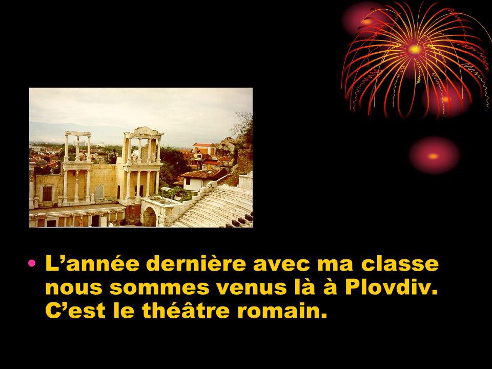 Lannée dernière avec ma classe nous sommes venus là à Plovdiv. Cest le théâtre romain.