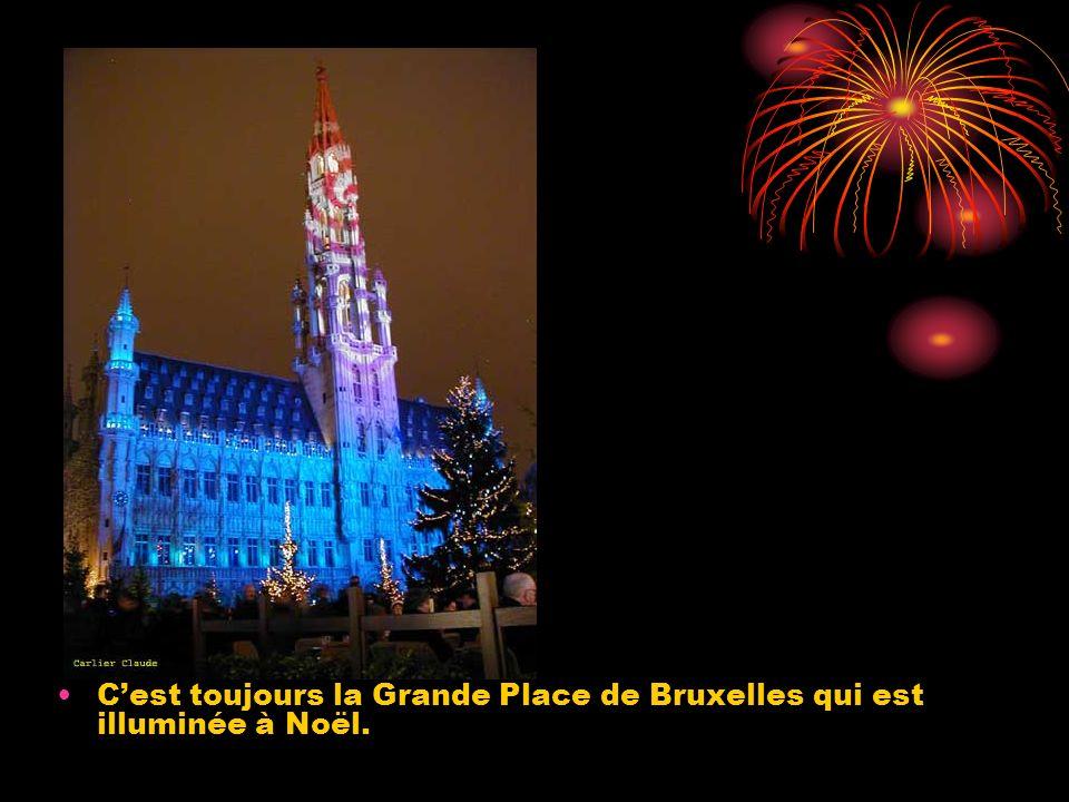 Cest toujours la Grande Place de Bruxelles qui est illuminée à Noël.