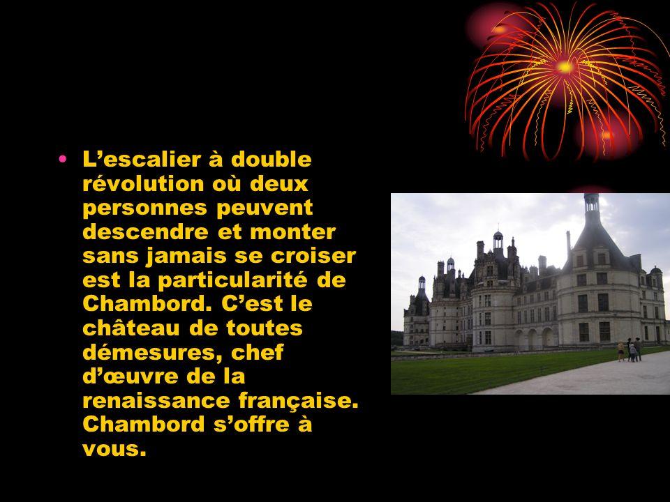 La vie de Chambord Le château de Chambord est le plus vaste des châteaux de la Loire il fut construit sur ordre de François Ier pour se rapprocher de sa maîtresse la Comtesse de Thoury qui habitait près de là..