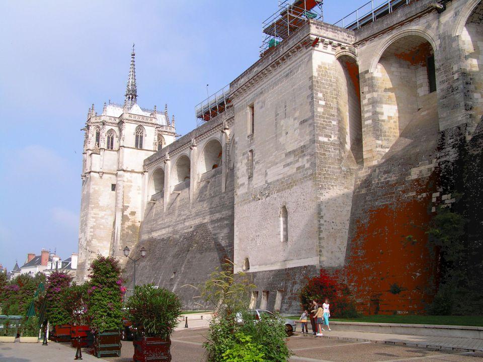 Le château dAmboise est reconstruit somptueusement par Charles VIII à partir dune forteresse médiévale (VIIIème siècle environ).