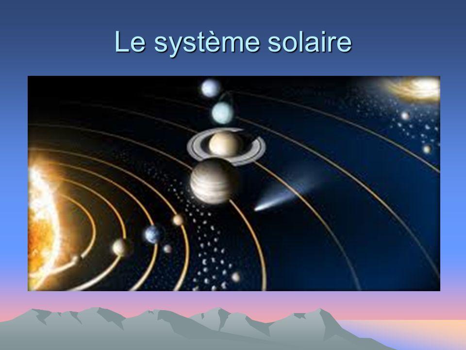 Neptune orbite autour du Soleil à une distance d environ 30 UA avec une excentricité orbitale moitié moindre que celle de la Terre en bouclant une révolution complète en 164,79 ans.