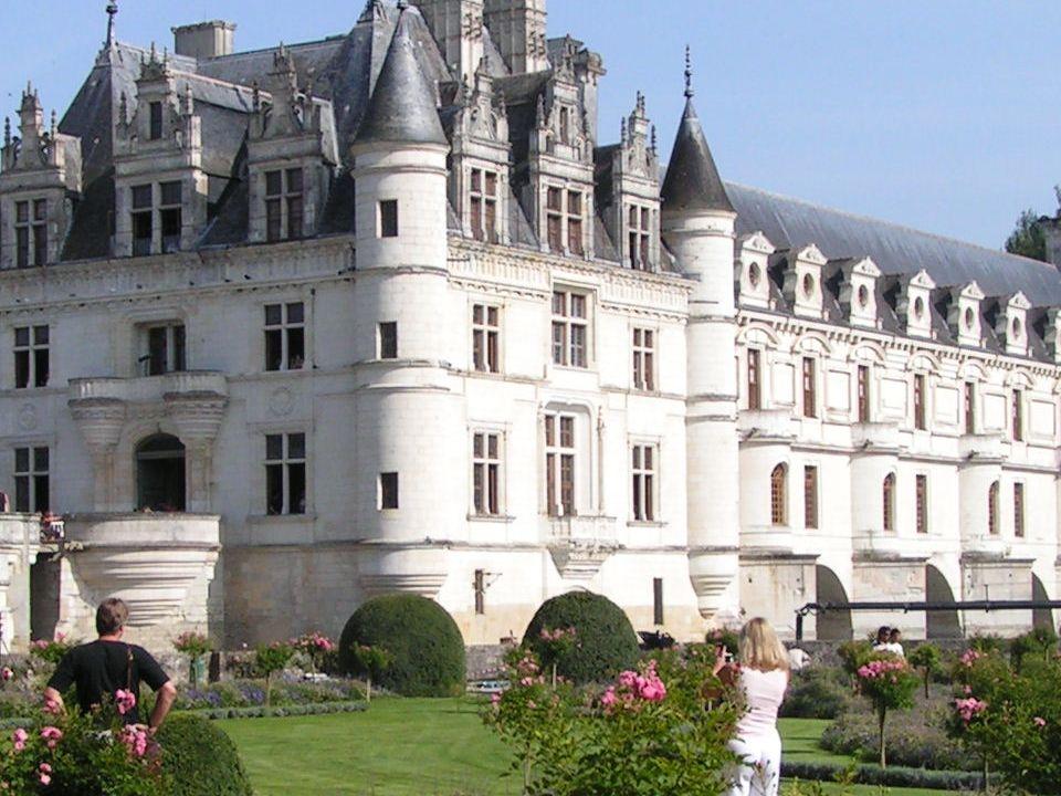 Un bois de rêve, une belle rivière, cest le château de Chenonceau La photo ci-contre est une photo de Chenonceau prise par madame DELMAS.
