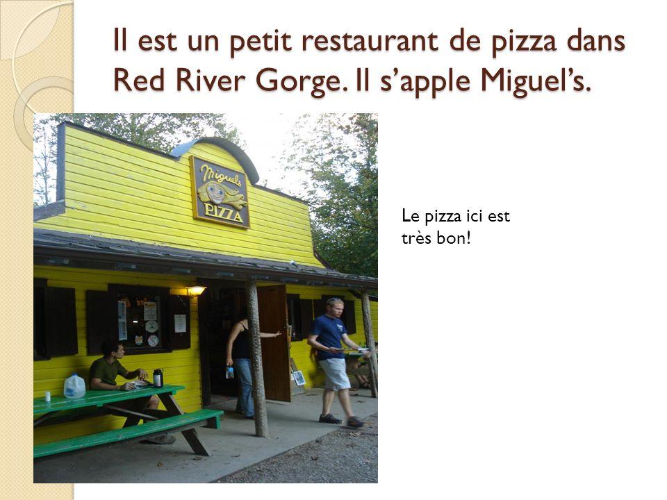 Il est un petit restaurant de pizza dans Red River Gorge.