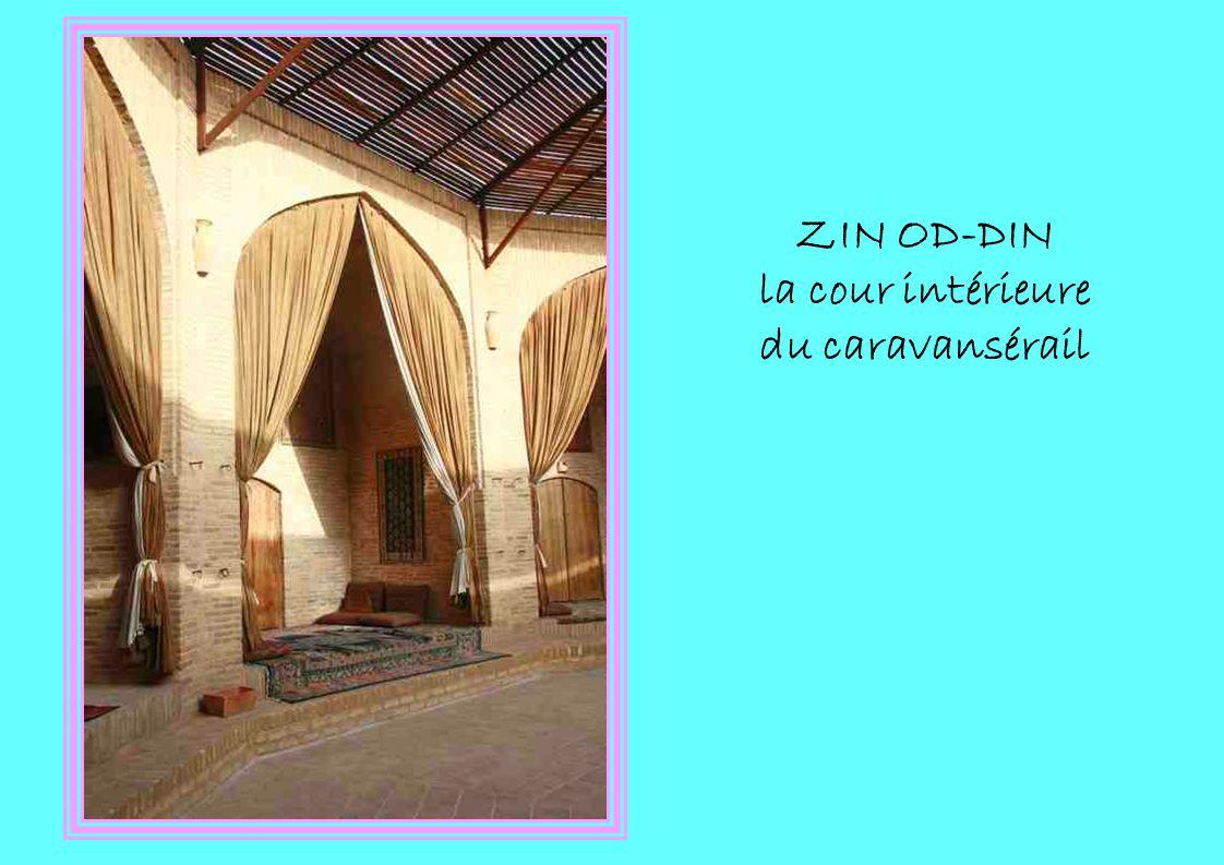 ZIN OD-DIN la cour intérieure du caravansérail