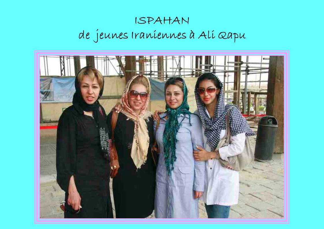 ISPAHAN de jeunes Iraniennes à Ali Qapu