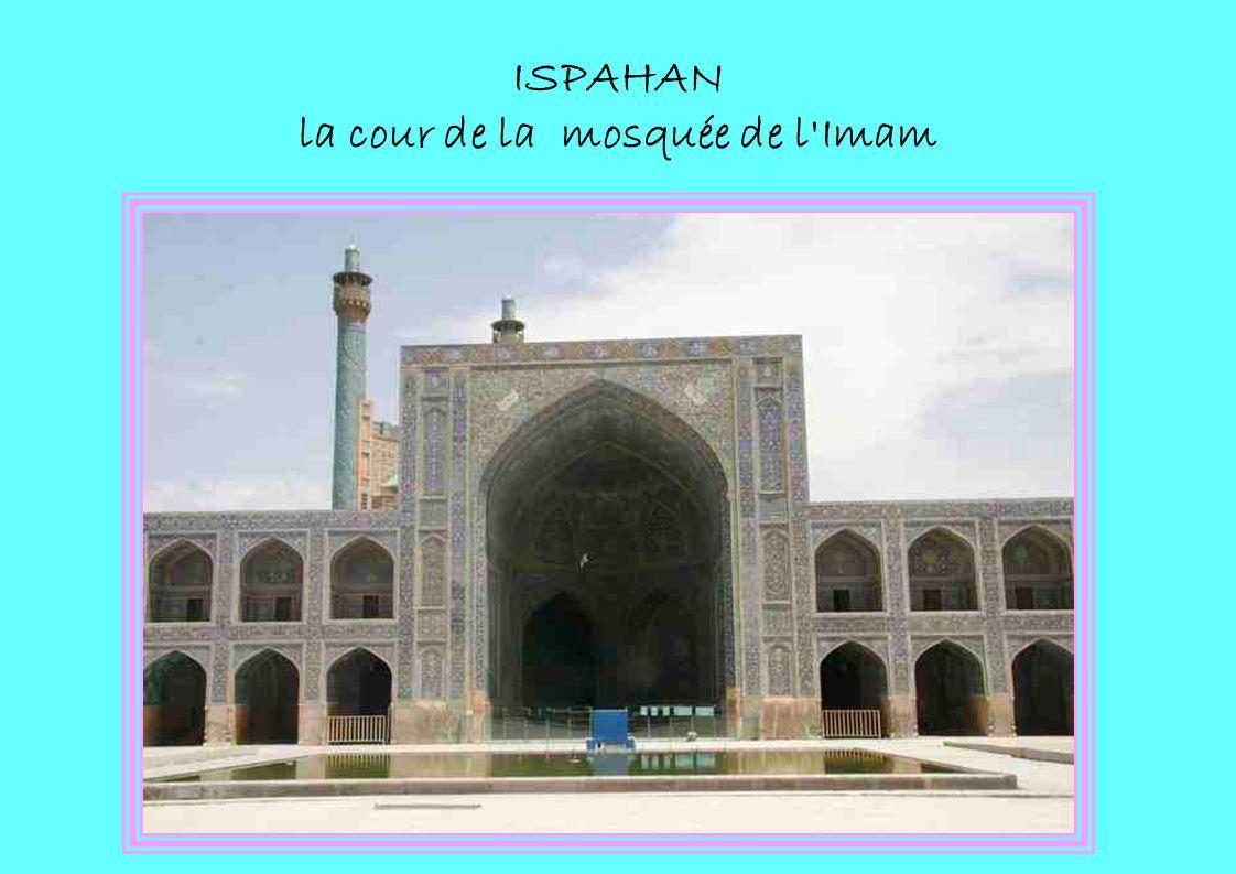 ISPAHAN la cour de la mosquée de l'Imam