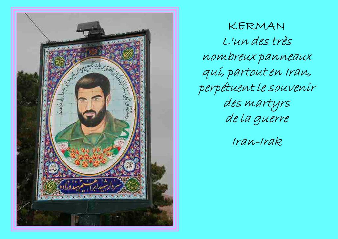 KERMAN L'un des très nombreux panneaux qui, partout en Iran, perpétuent le souvenir des martyrs de la guerre Iran-Irak
