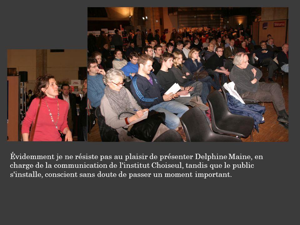 Évidemment je ne résiste pas au plaisir de présenter Delphine Maine, en charge de la communication de l'institut Choiseul, tandis que le public s'inst