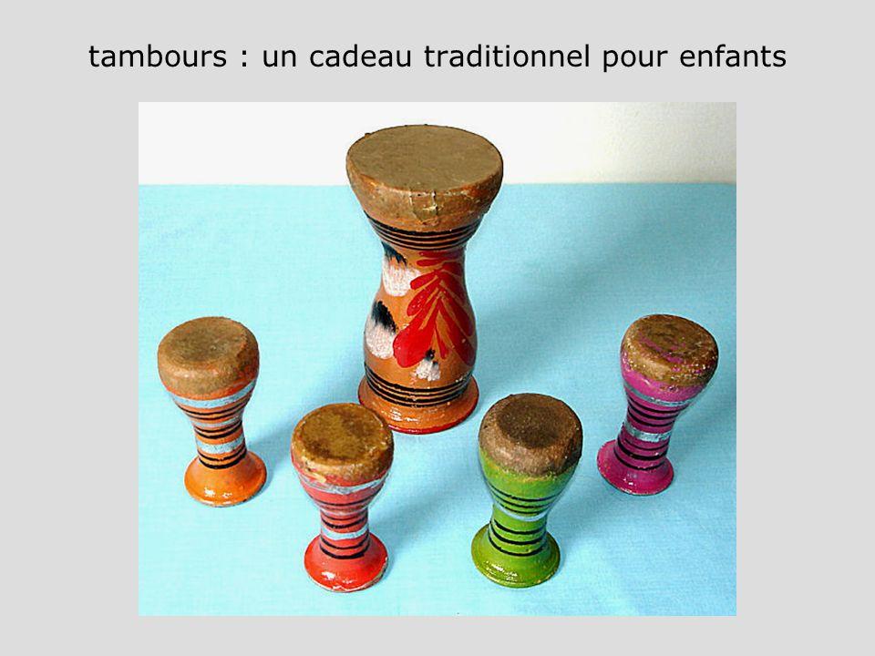 tambours : un cadeau traditionnel pour enfants