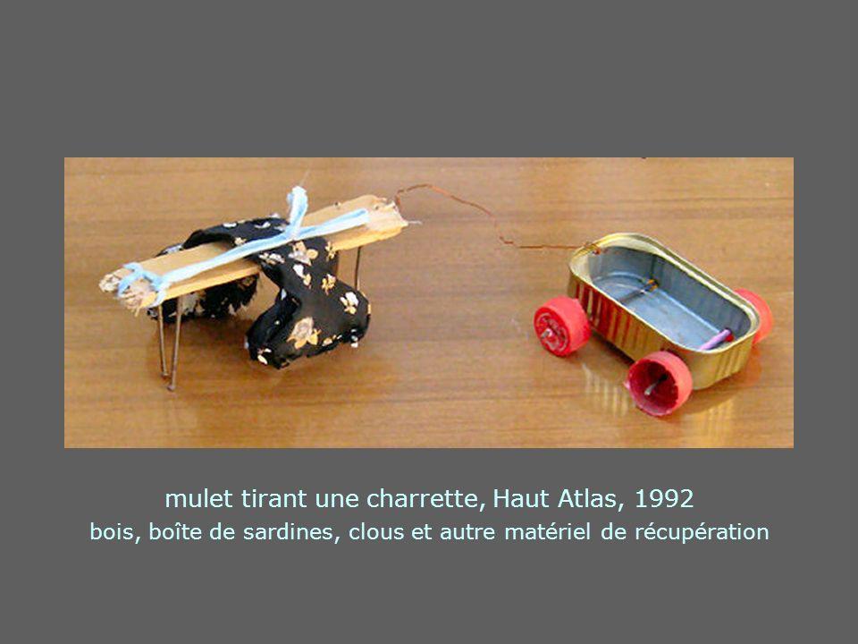 mulet tirant une charrette, Haut Atlas, 1992 bois, boîte de sardines, clous et autre matériel de récupération