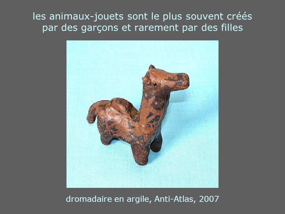 les animaux-jouets sont le plus souvent créés par des garçons et rarement par des filles dromadaire en argile, Anti-Atlas, 2007