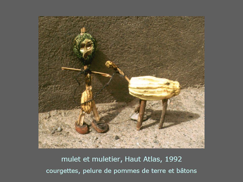 mulet et muletier, Haut Atlas, 1992 courgettes, pelure de pommes de terre et bâtons