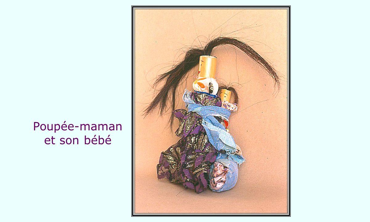 Poupée-maman et son bébé