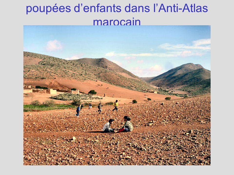 poupées denfants dans lAnti-Atlas marocain